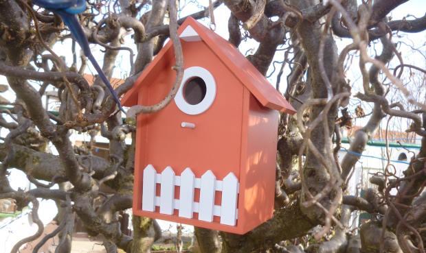 Versteck im Vogelhaus